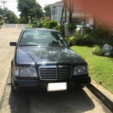 1995 BENZ  E220 ELEGANT AUTO 2.2 สีดำ เบาะหนัง รถอุบัติเหตุชนท้าย เครื่องเดิม สภาพเดิมๆ ไม่เคยติดแก๊ส ขายตามสภาพ